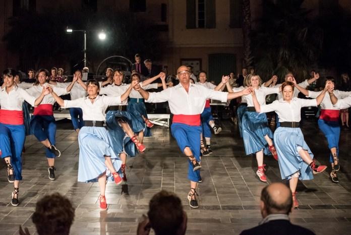 colla-amistat-de-thuir-va-faire-briller-folklore-catalan