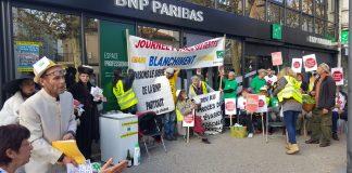 32 militants d'ANV COP21 et d'ATTAC se sont invités à l'agence BNP Paribas, Boulevard Clémenceau à Perpignan, pour dénoncer le rôle de cette banque dans l'évasion fiscale