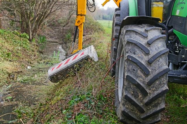 entretien-et-nettoyage-du-ruisseau-de-lagulla-den-bianyes-pour-lutter-efficacement-contre-le-risque-inondation-au-soler