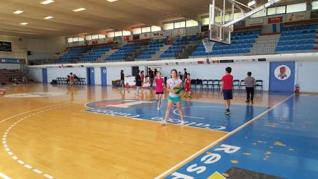 la-ville-de-perpignan-et-grdf-inaugurent-le-nouveau-playground-du-gymnase-pons-a-loccasion-de-la-fete-du-mini-basket
