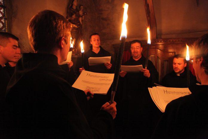 concert-de-chant-gregorien-a-lermitage-de-font-romeu-le-17-juillet