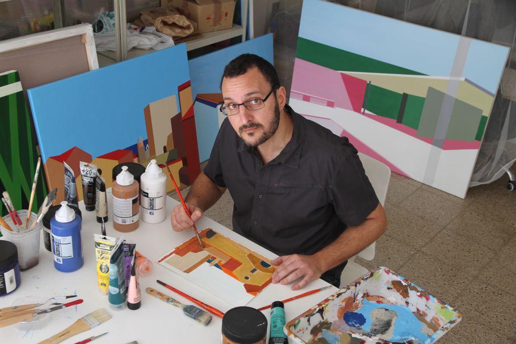 Collioure : Marcos Peinado accroche ses toiles au Château Royal