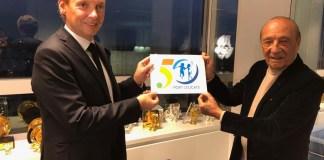 Jacques Séguéla réalise le logo du cinquantenaire de Port Leucate, première station de la Mission Racine !