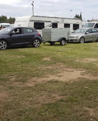 """Une communauté d'Evangélistes n'a pas hésité à envahir le stade de Théza, vendredi en fin de matinée, après avoir cassé la clôture """"au nez et à la barbe"""" du maire, Jean-Jacques Thibaut."""