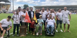 ovation-pour-les-dragons-champions-de-handi-rugby-xiii