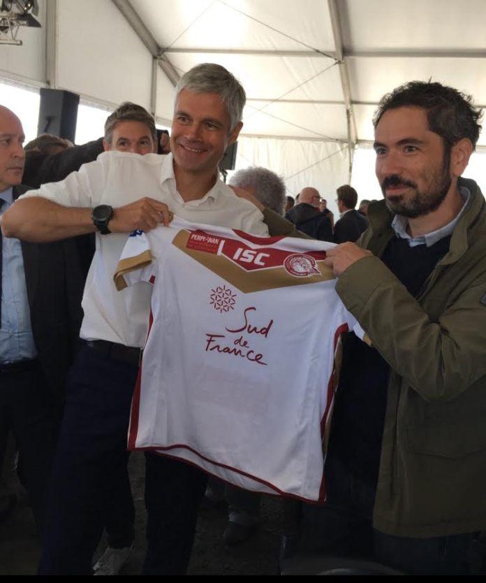 Un maillot des Dragons Catalans pour un Laurent Wauquiez combatif