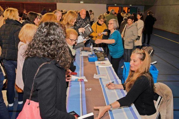 plus-de-400-personnes-presentes-au-soler-pour-accueillir-natacha-calestreme-lors-de-sa-conference-sur-le-theme-de-la-manipulation-et-de-la-perversite