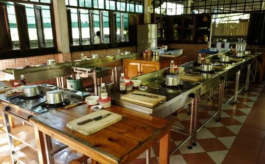 La cuisine semi ouverte du cours de cuisine thaïlande