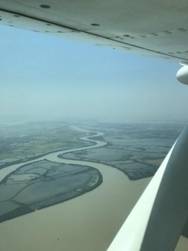 Au cours du voyage, on survole le Delta du Fleuve Rouge