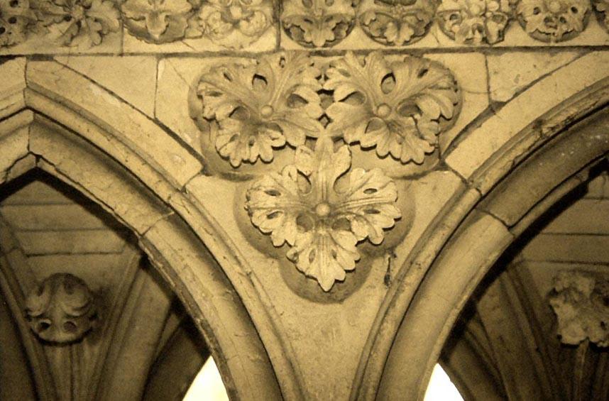 Art gothique  les coinons du cloitre du Mont