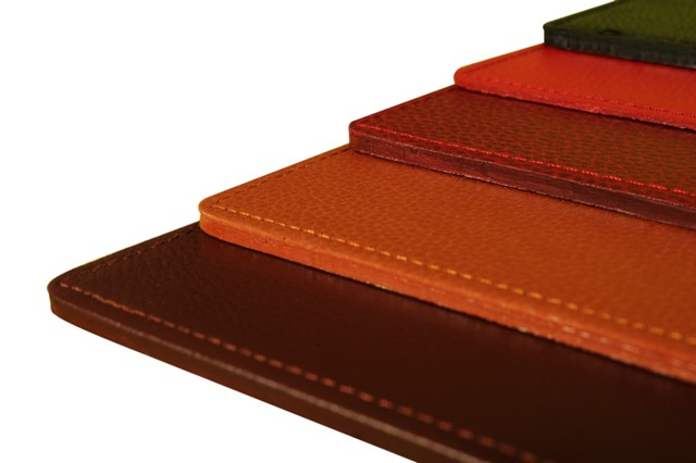 laurige sous main rigide en cuir taille s personnalisable accessoire pour proteger et decorer votre bureau avec elegancetaille s 12 coloris au choix nbsp