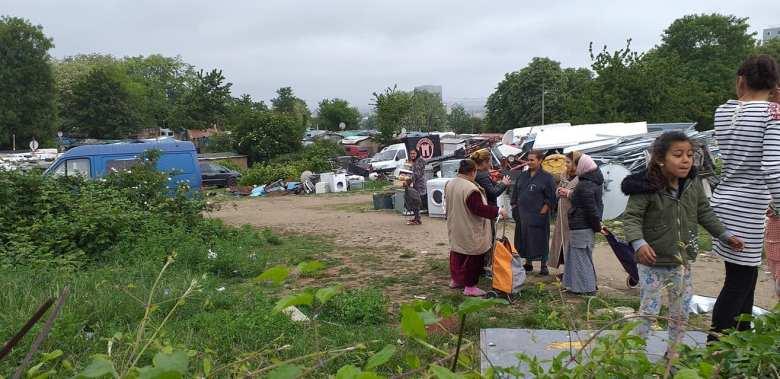 115DP-et partenaires-DIstribution urgence alimentaire camp Rom Vitry_2020 05 03-7