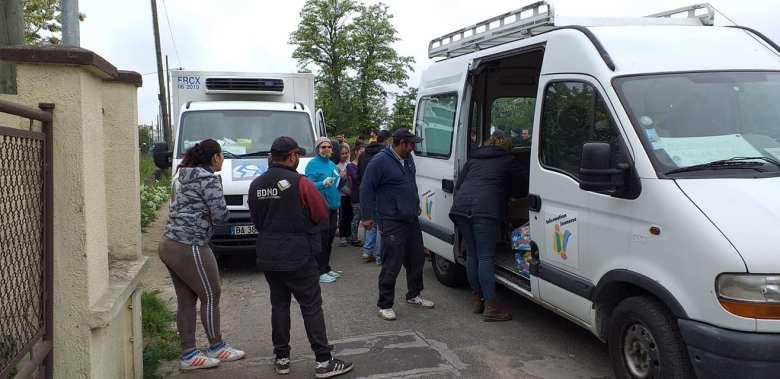 115DP-et partenaires-DIstribution urgence alimentaire camp Rom Vitry_2020 05 03-8