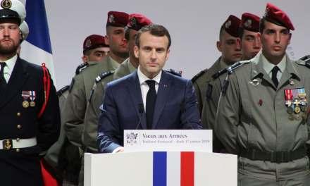 Voeux 2019 : Emmanuel Macron tend la main vers l'armée