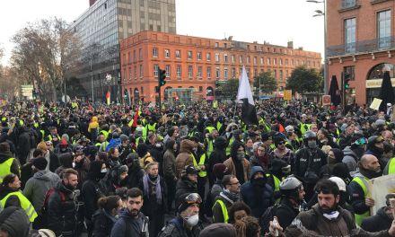 Des milliers de personnes mobilisées pour l'acte X des Gilets jaunes, un oléoduc explose au Mexique… les infos à retenir