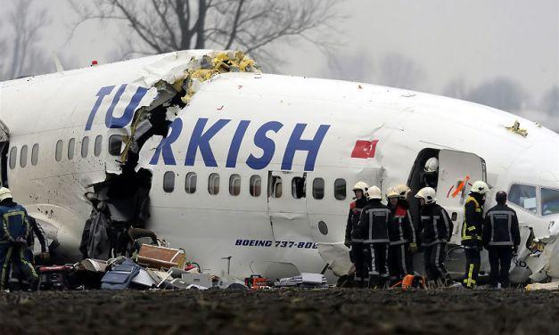 Enquête ouverte après le crash d'un avion en Turquie
