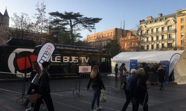 Municipales à Toulouse : les candidats parlent économie… dans un bus !
