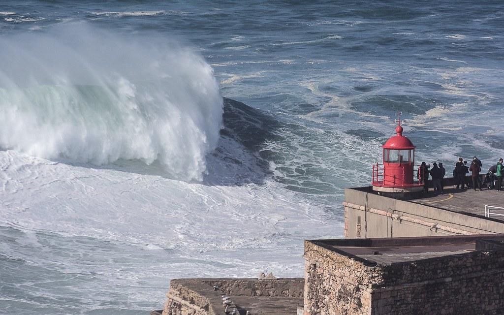 Nazaré : La française Justine Dupont remporte la compétion de surf de gros