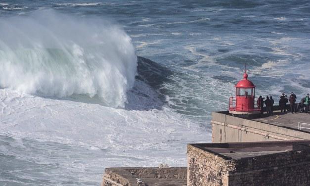Une surfeuse brésilienne a battu son propre record du monde Guinness en surfant sur une vague géante