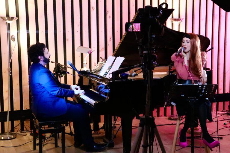 Le Neko Light Orchestra fédère près de 800 utilisateurs au total par session diffusée en direct sur Twitch. Crédits : Noémie Bouisset