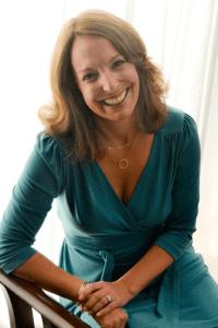 Leah DeCesare author headshot | leahdecesare.com