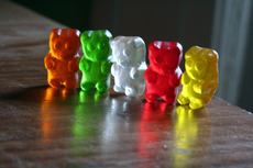Image Gummy Bears standing beside each other