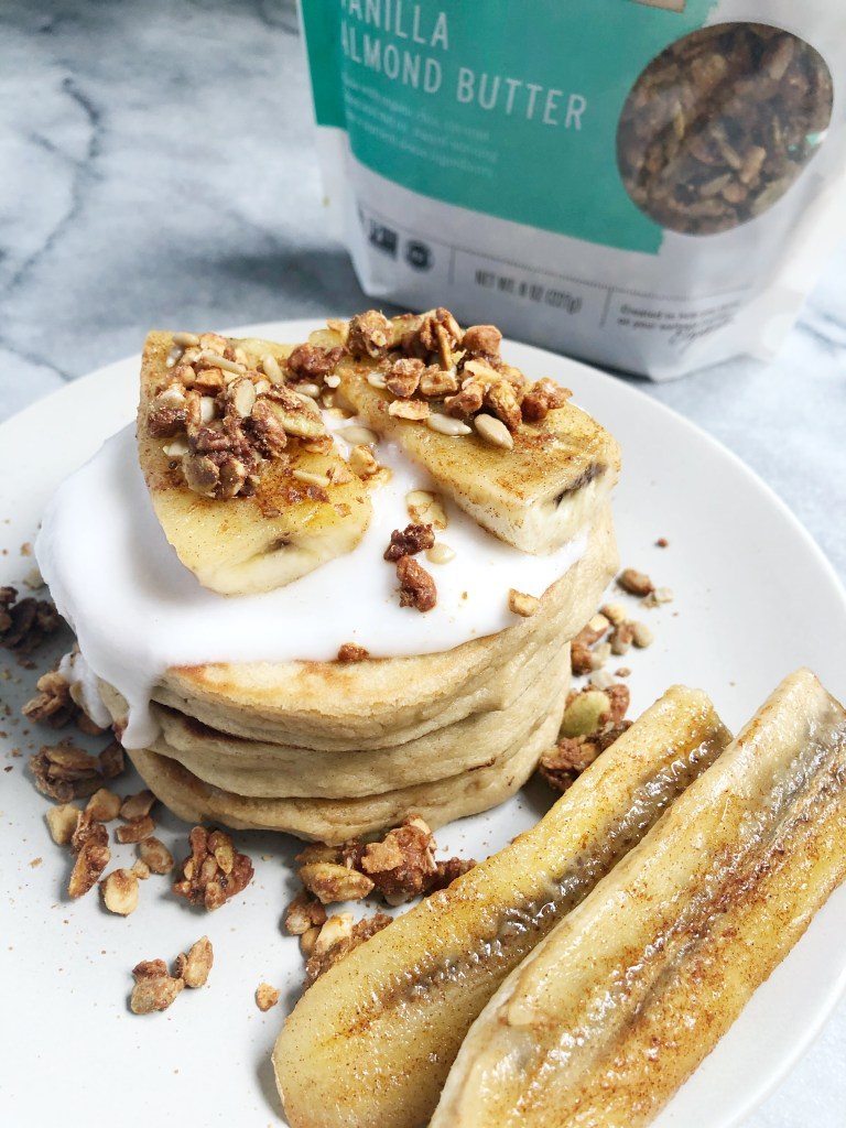 #ad If you're looking for a cleaner pancake recipe in the new year then you'll love these easy-to-make paleo pancakes! They're made with clean and simple ingredients and are topped with creamy coconut yogurt, caramelized banana & @purely_elizabeth Grain-Free Vanilla Almond Butter MCT Granola! Full recipe now on the blog (linked in profile & stories). You're going to be obsessed! #purelyelizabeth