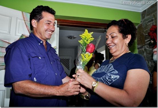Gobernador visita a la Madre de Pablo Sandoval 29-10-12 (10)