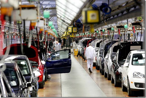 Workers assemble a VW car on the production line at the Volkswagen factory in Wolfsburg, Germany, Thursday, March 2, 2006. Photographer: Wolfgang von Brauchitsch/Bloomberg News