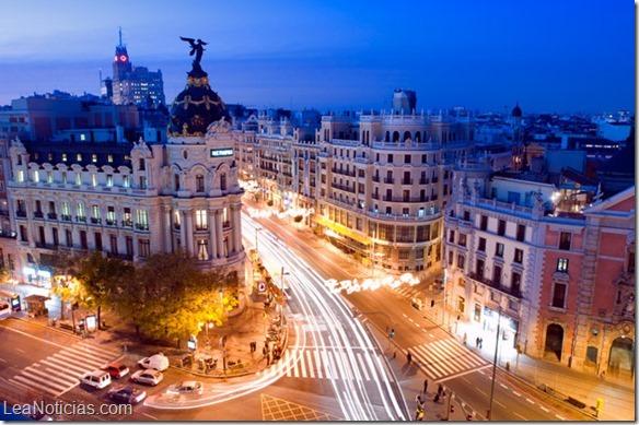 España cifra récord de 16 millones de turistas en 2015