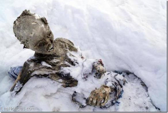 Encuentran otra momia en cima del volcán más alto de México