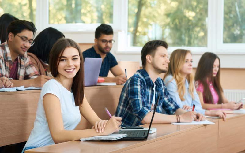 10 Best Extracurricular Activities For School or College