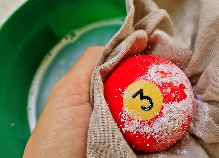aid1016092-728px-clean-billiard-balls-step-5