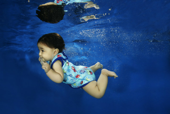 4953dd9a78c What Should Babies Wear to Swim - Learn how to