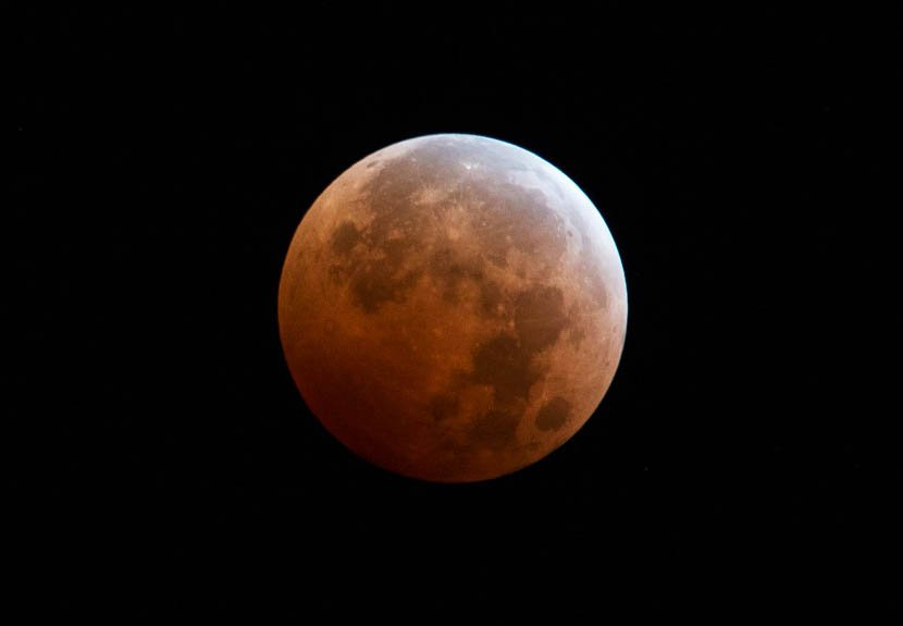blood moon supermoon e