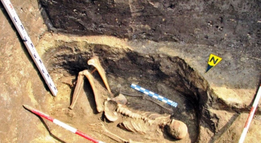 giant skeletons found in romania