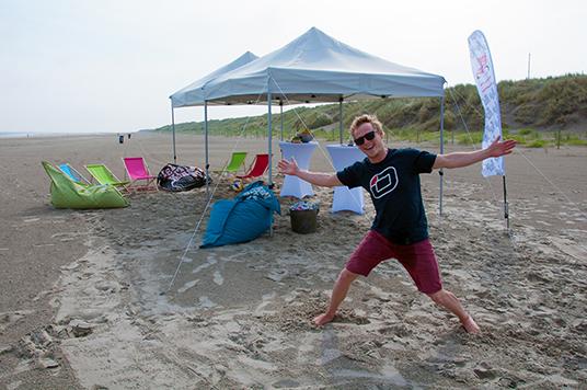 Tag 2: Die Beachlounge steht, das Strandsegelevent kann beginnen