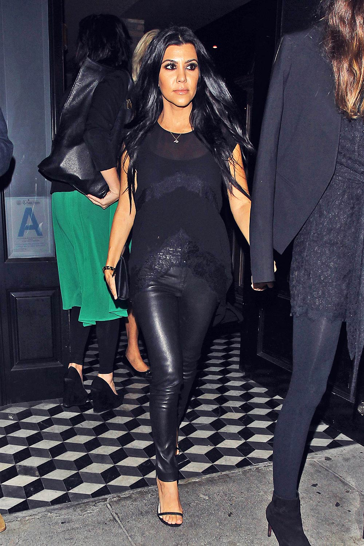 khloe kardashian in leggings