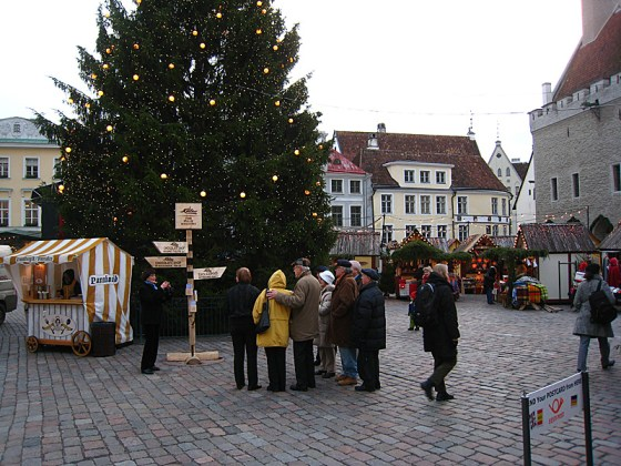 A Christmas market! Complete with Christmas music. The first sign of Christmas I had seen this year. It was wonderful.