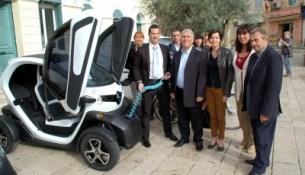 Le Beausset s'équipe de véhicules électriques. Jean-Claude Richard, Carol Louveau, Sophie de Salvo, Denis Grimler