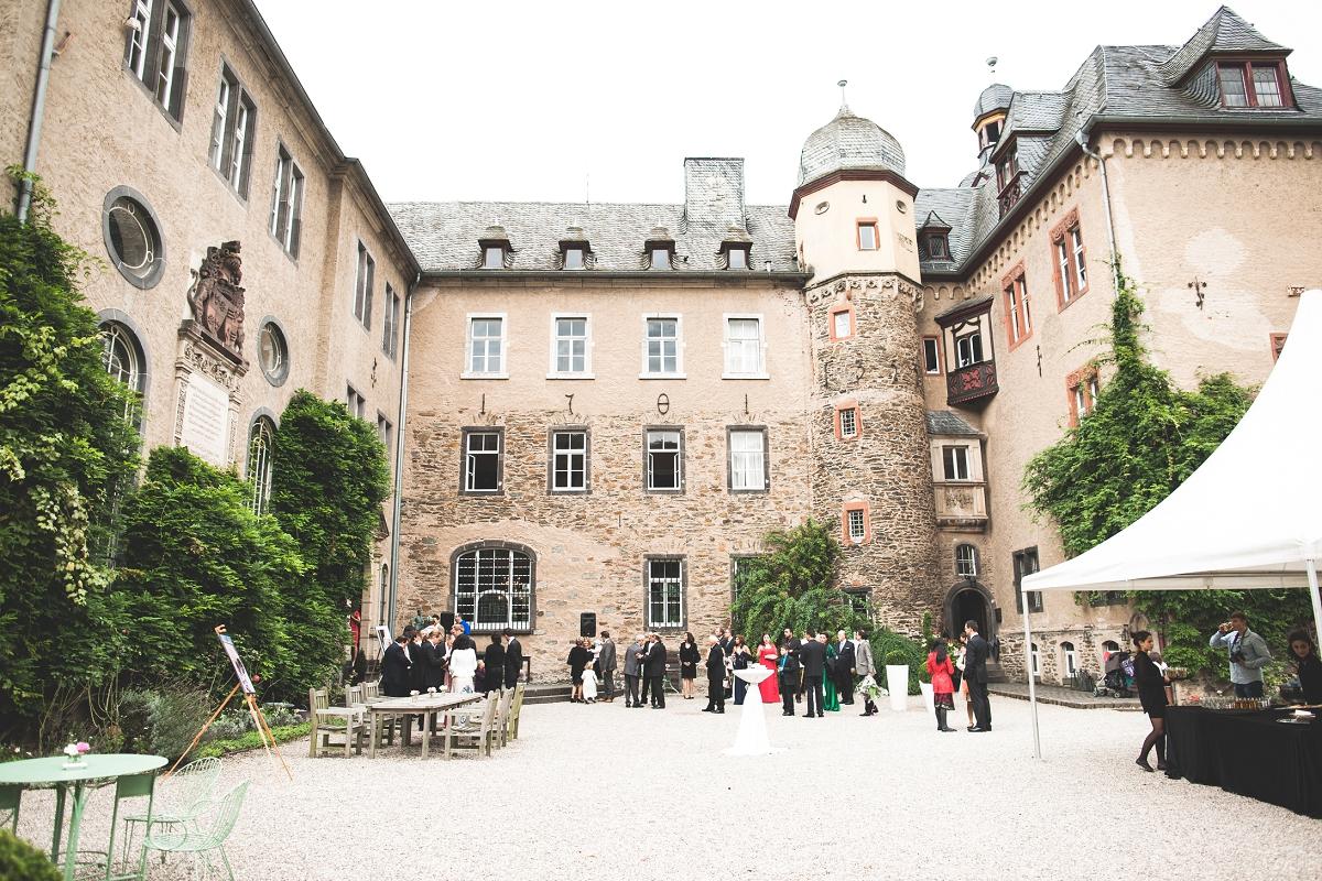 PersischDeutsche Hochzeit auf Burg Namedy  Lebendige