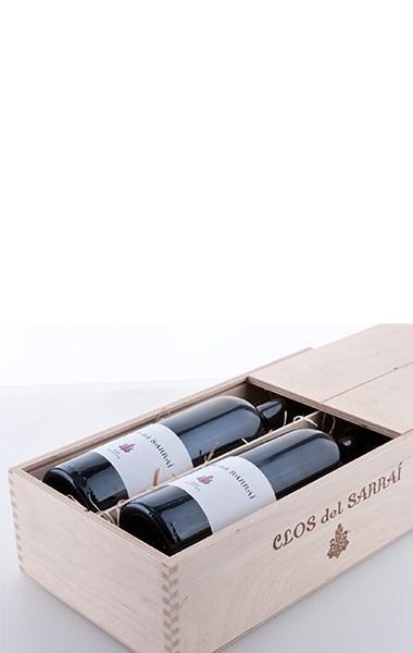 """Deux bouteilles dans la boîte en bois """"Clos del Sarrai"""" en contreplaqué de bouleau naturel avec couvercle coulissant 2013"""