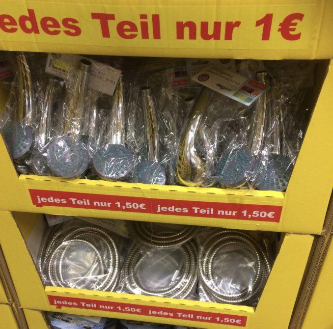 Geiz mag geil sein, in jedem Fall wird er teuer - Duscharmaturen im 1-EURO Shop (Foto Gendries)