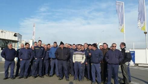 Les salariés se sont réunis à l'entrée de l'usine mercredi matin. - Rémi Cazamea