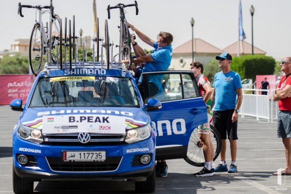 Hány ember kell egy bringa felrakásához?