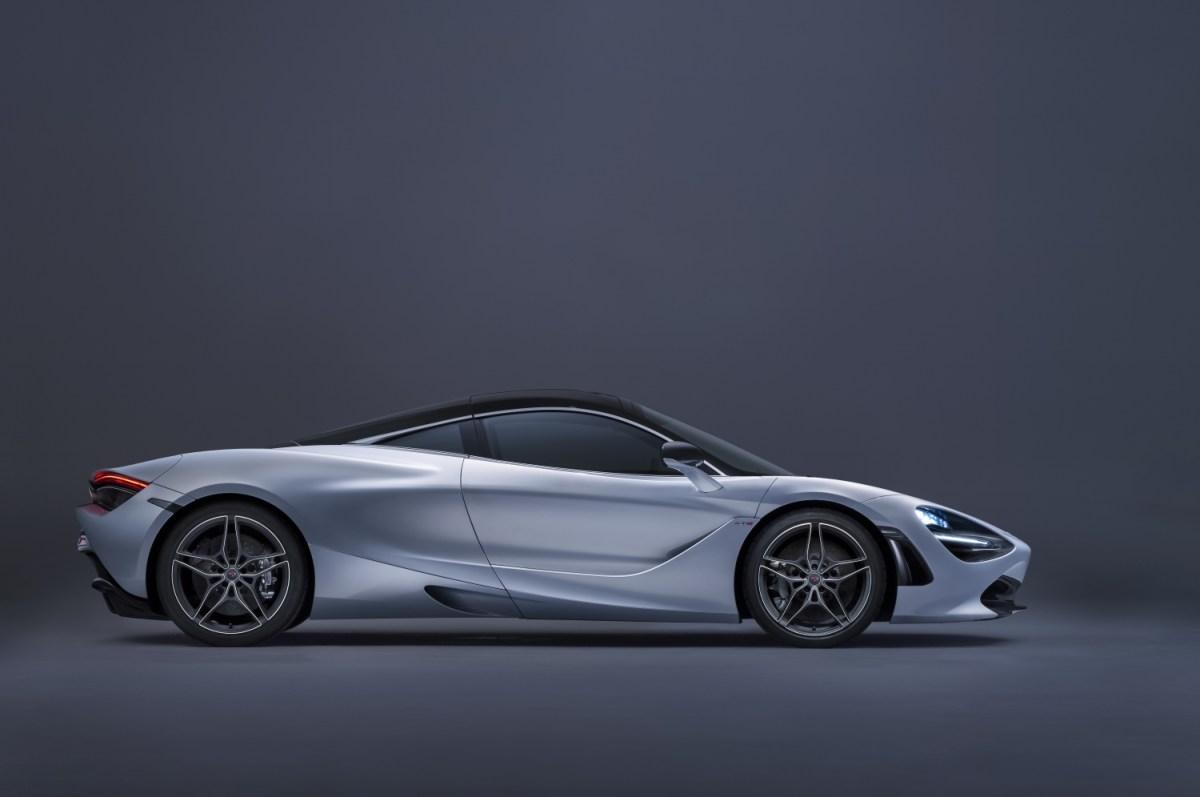McLaren 720S silicia white