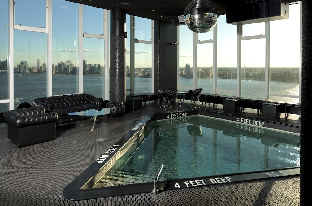 The Standard High Line New York  Piscine Jacuzzi triangulaire