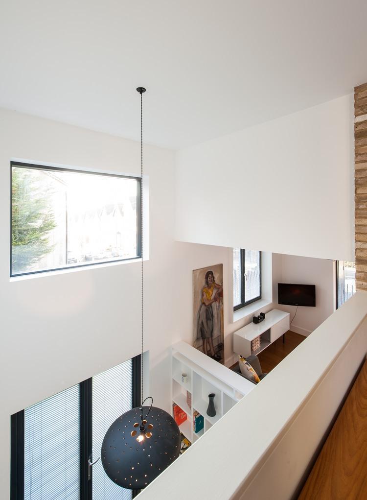 Maison contemporaine avec une mezzanine