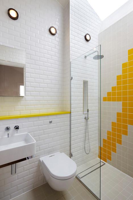 salle-de-bain-blanche-touches-couleurs