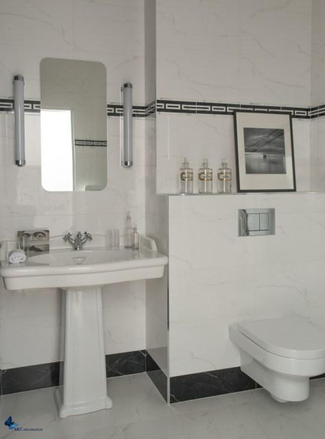 Salle-de-bain-blanche-artdeco_MLC